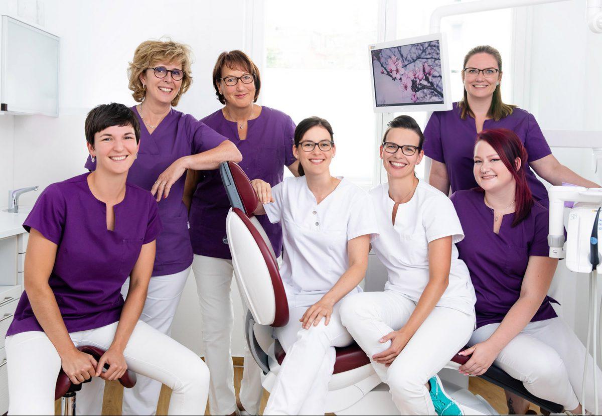 Zahnarzt Weißensee: Zahnarztpraxis am Steinberg - Zahnfürsorge für Gross und Klein in Berlin Weissensee